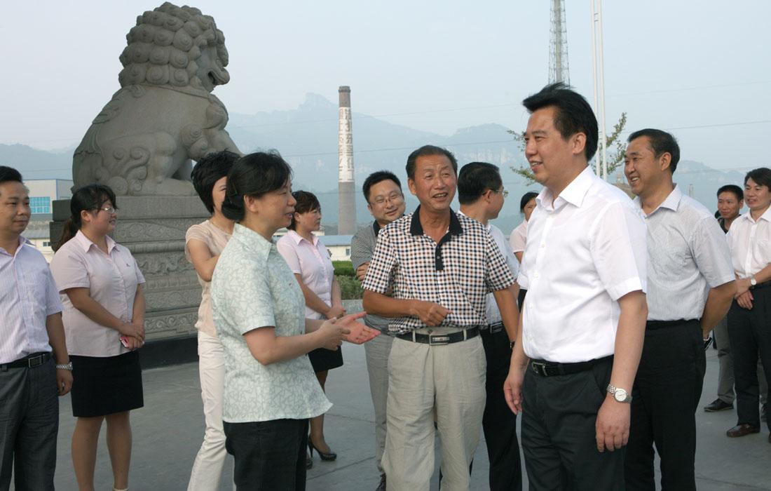 2012年8月省委常委宜昌市委书记黄楚平调研乐虎国际娱乐APP集团